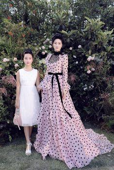 Abaya Fashion, Couture Fashion, Tokyo Fashion, High Fashion, Royal Clothing, Kurti Designs Party Wear, Modest Wear, Victorian Fashion, Pretty Dresses
