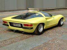 O Coupe Speciale 33/2 foi um carro conceito projetado por Pininfarina para Alfa Romeo, apresentado pela primeira vez no Salão Automóvel de Paris de 1969. O projetista responsável por este espetacular coupe de duas portas e dois lugares foi o designer italiano Leonardo Fioravanti.A 33/2 Speciale ficou conhecida por suas portas gullwing (asas de gaivota), que eram operadas hidraulicamente, e por seus faróis retráteis. Clique e leia mais! #AlfaRomeo