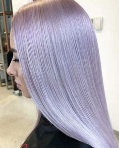 "Hairbrained.me on Instagram: ""Opal #crafthaircolor dreams 👉 crafted by @lucianbusuioc using Platinum Lily + Silver Mauve 💜  @wellahairusa FORMULA BLONDOR with 6% 1:2 on…"" Silver Lavender Hair, Lavender Hair Colors, Hair Color Purple, Silver Hair, Caring For Colored Hair, Gorgeous Hair Color, Hair And Nails, Mauve, Makeup Looks"