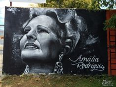 Amalia-Rodrigues-street-Art-Tributo-Mural-Black-and-white-Graffiti-painting-Damaia_