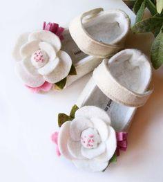 Baby, Shoes, toddler, wool felt, cream, flowers, wedding, white felt baby shoes, cream booties, baby girl booties, flower maryjanes