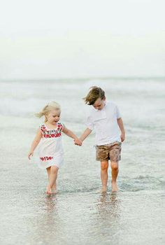 Sibling beach photography.