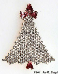 The High Value of Vintage Christmas Ornaments Old Christmas, Vintage Christmas Ornaments, Christmas Jewelry, Christmas Crafts, Jeweled Christmas Trees, Xmas Trees, Vintage Jewelry Crafts, Antique Jewelry, Jewelry Tree
