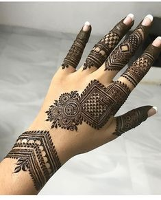 Henna Hand Designs, Mehndi Designs Finger, Henna Tattoo Designs Simple, Floral Henna Designs, Back Hand Mehndi Designs, Latest Bridal Mehndi Designs, Engagement Mehndi Designs, Mehndi Designs For Beginners, Mehndi Designs For Girls