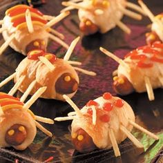 Creepy-Crawly Bugs Recipe- Recipes Who wouldn't want to eat our cute little bugs? Quick and easy prep and undeniable kid appeal make these a must-have for the buffet at a child's party. Be prepared for the recipe requests. —Taste of Home Test Kitchen Halloween Desserts, Fete Halloween, Halloween Dinner, Halloween Goodies, Halloween Food For Party, Baby Halloween, Halloween Treats, Halloween Recipe, Party Desserts