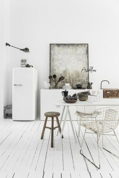 Everyday we share our stories and passions for home design and great architecture. Loft Kitchen, Kitchen Interior, Minimalist Interior, Home Living, Scandinavian Design, Side Chairs, Interior Inspiration, Home Kitchens, Interior Architecture