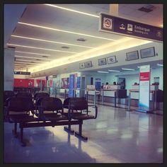 Solo como loco malo.  Llegué al Aeropuerto de Santiago del Estero a la hora de la siesta y acá es sagrada. #santiagodelestero #siesta #descanso #rest #trip #travel #travelphotography #sportsphotographer #soyphotographer #argentino #aeropuerto #fly #airplane #airport http://tipsrazzi.com/ipost/1514021163336275554/?code=BUC4jn3FRZi