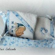 #Ensemble #bavoirs fait main pour bébé. Création unique réalisée par des mamans créatrices #bleu