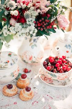 love this presentation of fresh cherries in pretty porcelain for a vintage styled wedding in italy