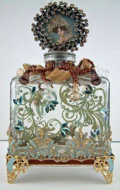 Vintage Perfume Bottle with great craftsmanship circa Bottle Vase, Bottles And Jars, Glass Bottles, Diy Bottle, Antique Perfume Bottles, Vintage Perfume Bottles, Perfumes Vintage, Glas Art, Beautiful Perfume