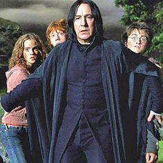 This showed you who Snape really is, deep down. Loved this moment. More Snape obession, though this didn't happen in the book. I just love me some Snape. Hermione Granger, Ron Y Hermione, Harry Potter Universe, Harry Potter Love, Harry Potter World, James Potter, Severus Snape, Severus Rogue, Snape Harry