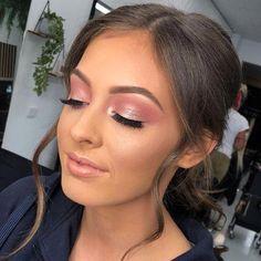 Bridal makeup ideas 2020 #makeup #makeupideas #makeuplook #eyesmakeup #makeup2020 #weddingmakeup #bridalmakeup #EyeMakeupGlitter Bridal Makeup For Brown Eyes, Pink Eye Makeup Looks, Gold Eye Makeup, Wedding Makeup Looks, Pink Makeup, Glam Makeup, Makeup Light, Makeup Eyeshadow, Pink Wedding Makeup