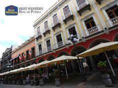 Visite el centro de la capital. EL MEJOR HOTEL EN PUEBLA. Los Portales es un lugar donde los turistas se deleitan con los platillos más representativos de la gastronomía poblana, al mismo tiempo que disfrutan de la hermosa vista del centro de la ciudad. En Best Western Hotel Real de Puebla, le sugerimos visitarlos durante su próximo viaje. #bestwesternenpuebla