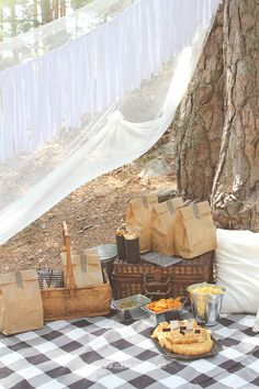 DIY black and white picnic ideas