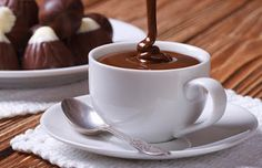 Chocolate is poured into a cup closeup on background sweets Chocolate Coffee, Chocolate Fondue, Chef Recipes, Sweet Recipes, Tao, Kenwood Cooking, Le Cacao, Cacao Amaro, Gelato