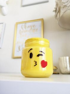 My love of emoji's has been a joke around our house and inspired this simple way to bring your favorite emoji's from your phone to your home with these adorable, DIY emoji mason jars! Diy Crafts For School, Crafts For Kids To Make, Kids Crafts, Baby Food Jar Crafts, Baby Food Jars, Mason Jar Gifts, Mason Jar Diy, Diy Crafts Tutorials Step By Step, Lego Room