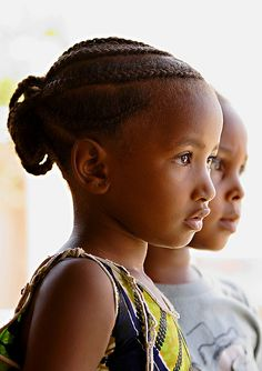 """""""Inspirational reserve"""": """"Some models of hairstyles .- """"Inspirational reserve"""": """"A few models of Afro hairstyles? Precious Children, Beautiful Children, Beautiful Babies, Beautiful People, We Are The World, People Around The World, Cute Kids, Cute Babies, Photo Portrait"""