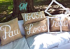 Almohadones de arpillera con frases pintadas a mano...WE LOVE IT!! Handmade by Cité Martó Santa Lucia, Throw Pillows, Diy, Wedding, Google, Vestidos, Painted Quotes, Bed Feet, Burlap