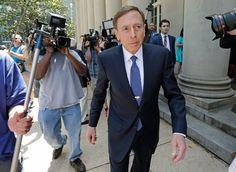David Petraeus Is Sentenced to Probation in Leak Investigation - NYTimes.com