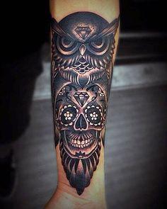 Lista com as melhores tatuagens de caveiras mexicanas: com flores, laços, cruzes, velas, teias de aranha, diamantes, entre outros elementos. Tem tattoos sombreadas e com cores, algumas mais indicadas para homens, outras para mulheres. Confira!