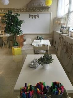 Flexible seating in the classroom. Modern Classroom, Classroom Layout, Classroom Setting, Classroom Design, Kindergarten Classroom, Future Classroom, Classroom Themes, Bilingual Kindergarten, Calm Classroom