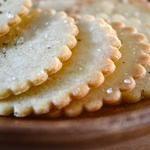 Ritz-Style Gluten Free Crackers — Taste just like the original! Gluten Free Sweets, Gluten Free Cooking, Gluten Free Recipes, Cooking Recipes, Sin Gluten, Water Crackers Recipe, Ritz Cracker Recipes, Gluten Free Crackers, Foods With Gluten