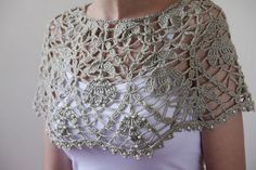 Discover thousands of images about crochet cape Gilet Crochet, Crochet Poncho Patterns, Crochet Collar, Crochet Blouse, Crochet Scarves, Crochet Shawl, Crochet Clothes, Knit Crochet, Crochet Capelet Pattern