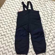 Snow pants toddler boys 3t (Bib.) Navy blue. Size 3t! brand new! Price is Firm✨Bundle Deals✨ buy this and if you like anything else I will give you a lower price on those items✨ Old Navy Other