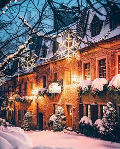 Christmas Aesthetic - Cozy Lights Disney Vintage Christmas Wallpaper Ideas Looking for inspiration and great mood with Christmas aesthetic ideas? Save my collection of these Christmas lights aesthetic, wallpaper and sweater ideas. Christmas Mood, Christmas Lights, Vintage Christmas, Quebec City Christmas, Christmas Decor, Christmas Tumblr, Christmas Scenery, Christmas Background, Christmas Quotes
