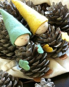 Tinker with pine cones DIY - Crafts Diy Pinecone Crafts Kids, Pine Cone Crafts, Xmas Crafts, Fall Crafts, Diy Crafts, Christmas Wood, Kids Christmas, Christmas Ornaments, Pine Cone Art