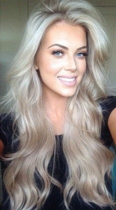 long wavy hairstyle / blonde