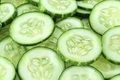 Cucumber - A Top 100 Healing Food Cool as a cucumber, baby! The high water and mineral content of cucumber helps to keep skin cells well-nourished and hydrated. The vitamin C and caffeic acid in cucumber relieve inflammation and water retention. Home Remedies, Natural Remedies, Cucumber Health Benefits, Water Retention Remedies, Cucumber Seeds, Cucumber Face, Cucumber Salad, Lose 30 Pounds, 10 Pounds