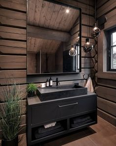 Kvitfjell – Spektakulær stavlafthytte med særdeles høy standard, fantastisk u… Grand Designs Australia, Log Home Interiors, Cabin Bathrooms, Log Cabin Homes, Wood Home Decor, Bungalows, Bathroom Interior Design, House In The Woods, Bathroom Inspiration
