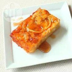 Portokalopita is een hele bijzondere en overheerlijke cake. De cake wordt gemaakt van in stukjes gescheurd filodeeg, heel makkelijk! De sinaasappel-kaneelsiroop zorgt ervoor dat deze cake heel smaakvol wordt. Bekijk ook de video van dit recept.