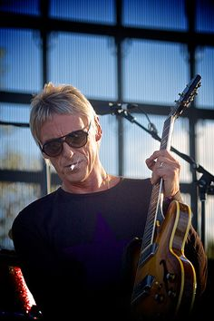 Paul weller..... Long of cool I Icon, Music Icon, My Music, Beautiful Men, Beautiful People, The Ventures, The Style Council, The Legend Of Heroes, Paul Weller