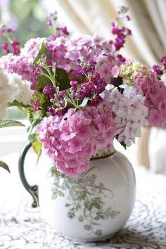 Casual Flower arrangement of Pink Hydrangeas