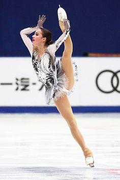 Purple Figure Skating / Ice Skating dress inspiration for Designs. Dancer Photography, Gymnastics Photography, Gymnastics Pictures, Sport Gymnastics, Athlete Costume, Katharina Witt, Russian Figure Skater, Alina Zagitova, Ice Girls