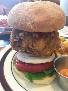 [Korea Travel tip] Piz burger - good place Handmade burger in Itaewon