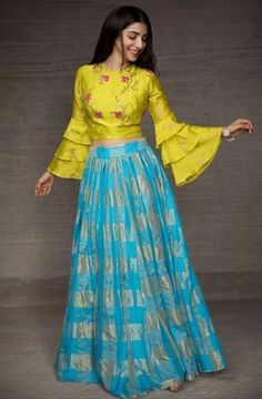 5 Types of Traditional Indian fashion Indian Fashion Dresses, Indian Gowns Dresses, Dress Indian Style, Indian Designer Outfits, Skirt Fashion, Choli Designs, Lehenga Designs, Blouse Designs, Crop Top Designs