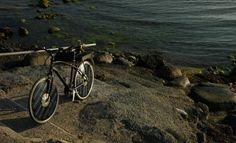 La bicicleta solar alcanza una velocidad máxima de 50 kilómetros por hora.