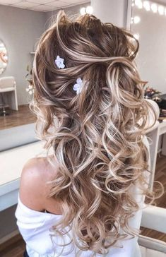 57 Gorgeous Wedding Hairstyles For A Gorgeous Rustic Barn Wedding - Blown away with these 57 Beautiful Messy wedding hair ,textured updo, half up half down bridal hair - Half Up Wedding Hair, Wedding Hairstyles Half Up Half Down, Wedding Hair And Makeup, Hair Makeup, Bridal Half Up Half Down, Half Up Half Down Hair Messy, Wedding Hair Down Styles, Hair Styles For Formal, Fall Wedding Hair