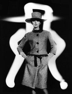 YSL - Dorothea McGowan in Yves Saint Laurent 1962 Photo William Klein Yves Klein, Christian Dior, Yves Saint Laurent, Ysl, Style Photoshoot, William Klein, Sixties Fashion, French Fashion Designers, Vintage Fashion Photography