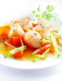 Recette de Noix de st jacques avec leur tagliatelles de petites carottes et autres petits légumes, parfumées à l'anis et au gingembre