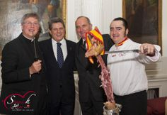 We´ve got a new picture of the event at the Spanish Embassy. Nice picture! It was made when all the jamón was gone...Thanks for the fantastic picture to Antonia Peña...like always she did a great job!!! Thanks a lot! Jamón Iberico de Bellota, Cebo y Jamón Serrano. www.spanishhammaster.co.uk