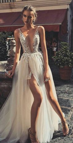 weddings - 19 Beautiful Dresses For Special Occasions glamsugar com Grad Dresses, Sexy Wedding Dresses, Elegant Dresses, Pretty Dresses, Sexy Dresses, Beautiful Dresses, Wedding Gowns, Formal Dresses, Beautiful Beautiful