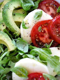 Avocado Caprese Salad, plus 5 crunchy avocado salad recipes New Recipes, Salad Recipes, Vegetarian Recipes, Cooking Recipes, Favorite Recipes, Healthy Recipes, Avocado Recipes, Recipies, Do It Yourself Food