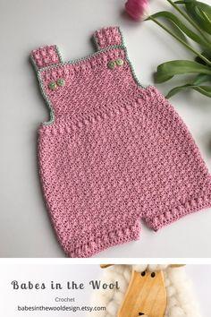 Crochet Pattern Baby Romper - Newborn to 24 months Crochet Bebe, Baby Girl Crochet, Crochet Baby Clothes, Newborn Crochet, Kids Dress Patterns, Baby Patterns, Baby Boy Fashion, Toddler Fashion, Modern Crochet Patterns
