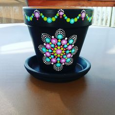 Pretty colours and border. Flower Pot Art, Flower Pot Design, Flower Pot Crafts, Clay Pot Crafts, Painted Plant Pots, Painted Flower Pots, Terracotta Flower Pots, Ceramic Flower Pots, Dot Art Painting
