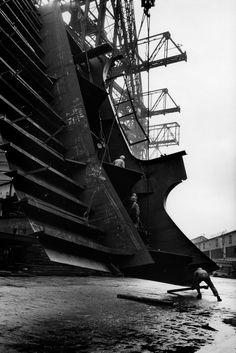 Henri Cartier-Bresson JAPAN. Kyushu. Nagasaki. Shipyards. 1965.