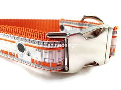 All Caninedesign collars are 1 inch wide and adjustable. They are quality, handmade items. Materials are purchased in large bulk quantities to keep costs down. Choose neck size (inches) in the dropdown menu. If you know your dogs exact neck measurement, type that in the notes, and Caninedesign will make a custom fit.  The color nylon shown is the default unless you specify another color in the notes at checkout…